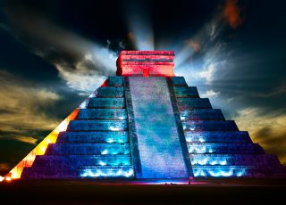 Chichen Itza by Night, Don't miss the Light & Sound Show